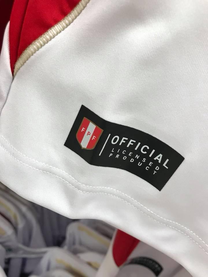 ... Tottus para lograr traer camisetas licenciadas a un precio menor abc22c607ba73