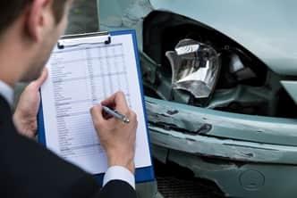 Phare cassé : votre assurance bris de glace peut-elle prendre en charge le remplacement ?