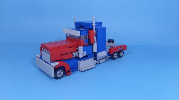Optimus Prime Transformers(2007) - by StudentScissors