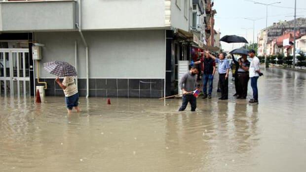 Bolu'da sağanak; evleri su bastı