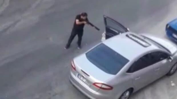 Trafik ışıklarında pompalı tüfekle dehşet saçtı!