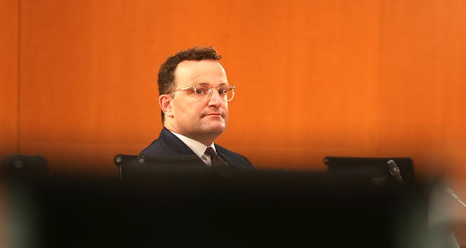 Berlin'de Sağlık Bakanı yuhalandı