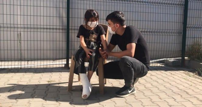 8 yaşındaki Suriyeli göçmen kız Yunan zulmünü yaşadı