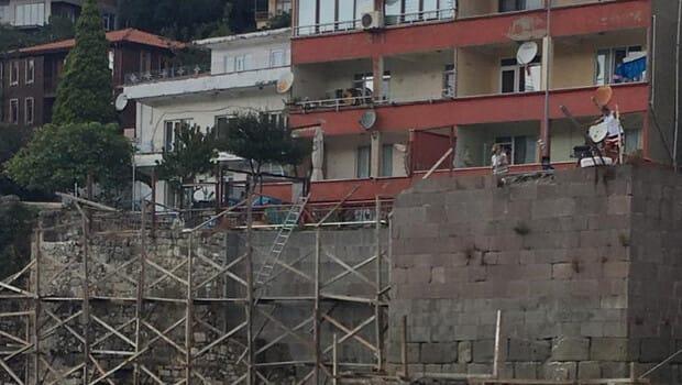 Kale onarımında çalışan işçi, düşerek yaralandı