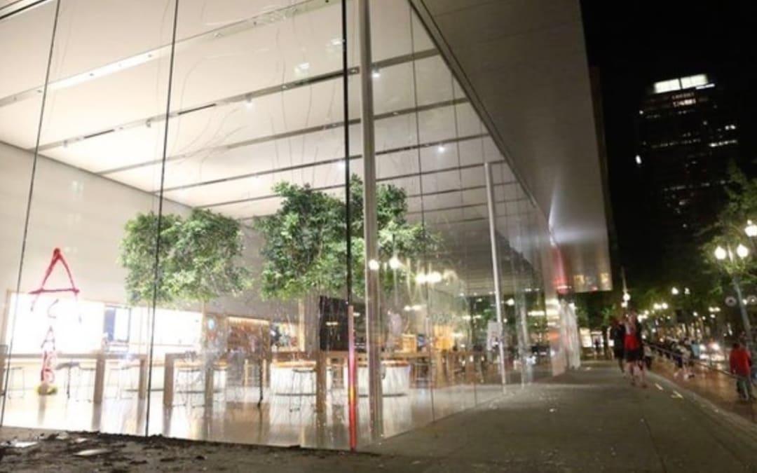 Apple Store'larda yağma endişesi mağazalar kapatıldı.