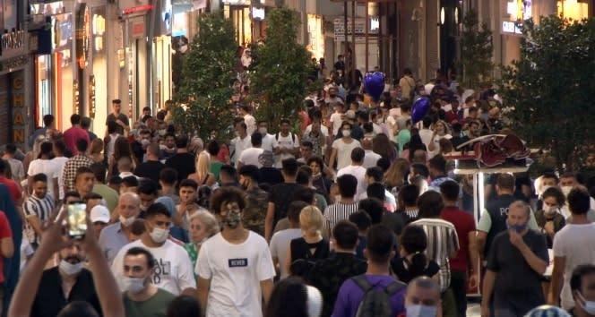 İstiklal Caddesi'ndeki yoğunluk pes dedirtti