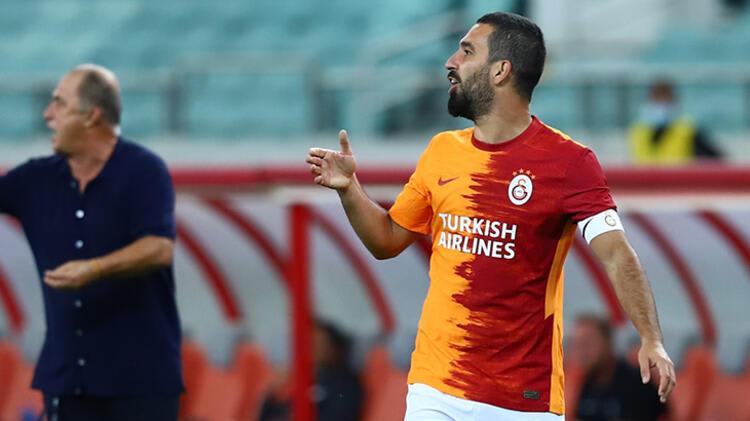 Transfer haberleri | Galatasaray'dan flaş hamle! Herkes orta saha beklerken Arda Turan'ın yerine…