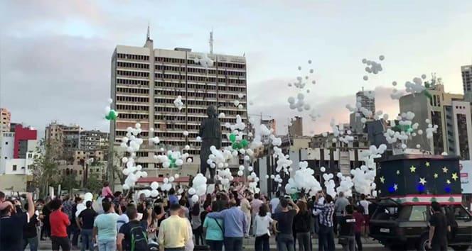 Beyrut'taki patlamada hayatını kaybedenlerin ailesinden 'balonlu' anma