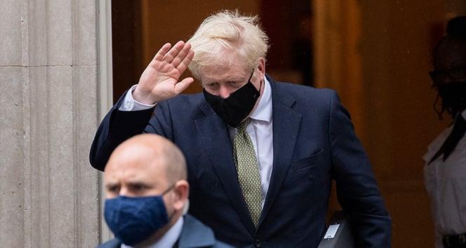 İngiltere Başbakanı Johnson: 'Korona virüsle mücadelede yeni ve önemli bir aşamaya giriyoruz'