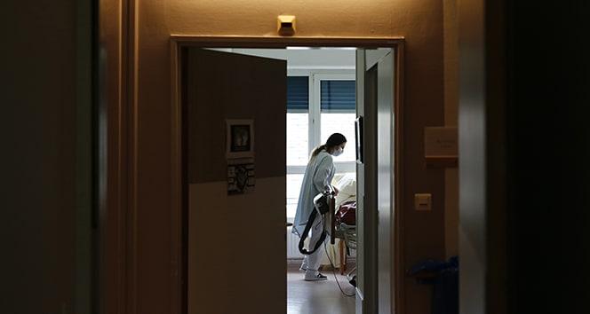 Almanya'da 5 bin 132 yeni korona virüs vak'ası görüldü