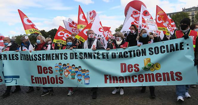 Fransa'da sağlık çalışanlarından hükümet karşıtı protesto
