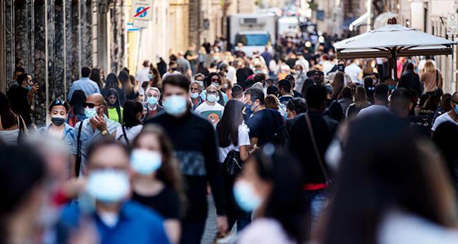 İtalya'da günlük vaka sayısı rekor kırmaya devam ediyor