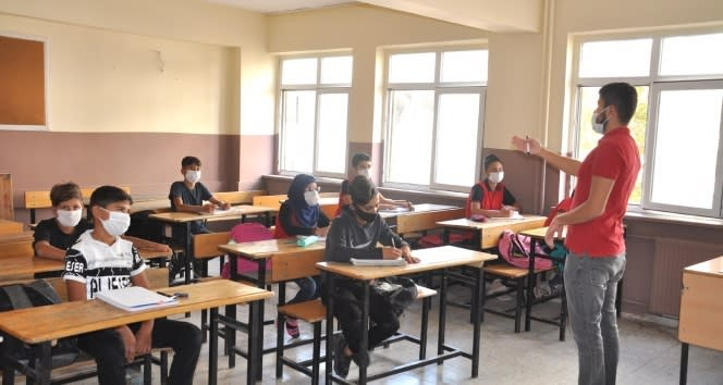Sınırdaki öğrenciler uzun bir aradan sonrasında karşı karşıya eğitimin sevincini yaşıyor