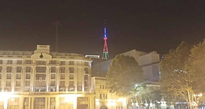 Tiflis Tv Kulesi, Azerbaycan bayrağının renkleriyle aydınlatıldı
