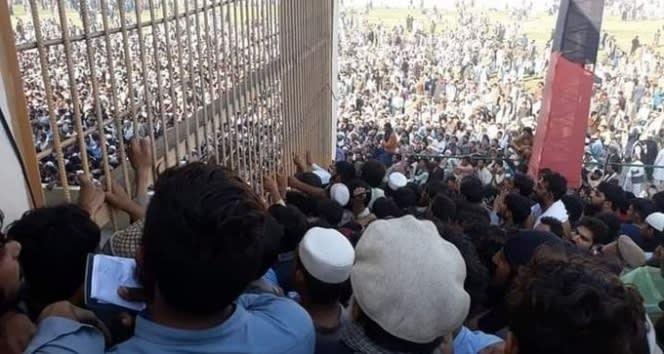 Afganistan'da Pakistan Konsolosluğu önünde kalabalıklık: 15 ölü, 12 yaralı