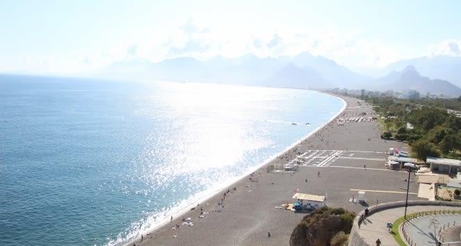Dün ve bu sabah yağmur ve fırtınaya teslim olan Antalya'da bugün deniz hazzı
