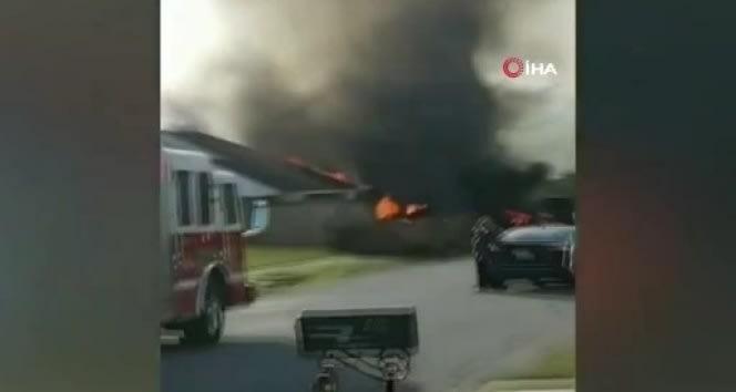 ABD'de ufak tayyare evin üstüne düştü: 2 pilot öldü