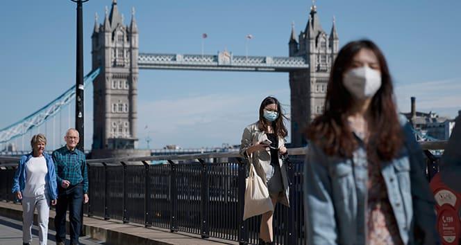 İngiltere'de son 24 saatte 22 bin 885 korona virüs vakası