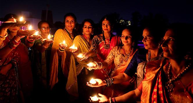 Hindistan'daki Diwali Işık Festivali'nden renkli görüntüler