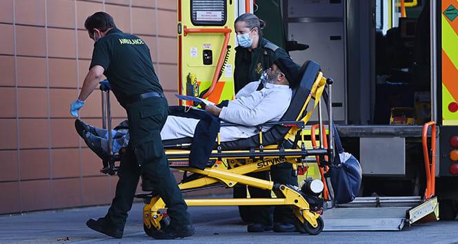 İngiltere'de Covid-19'a bağlı ölümler 3 gündür binin üstünde