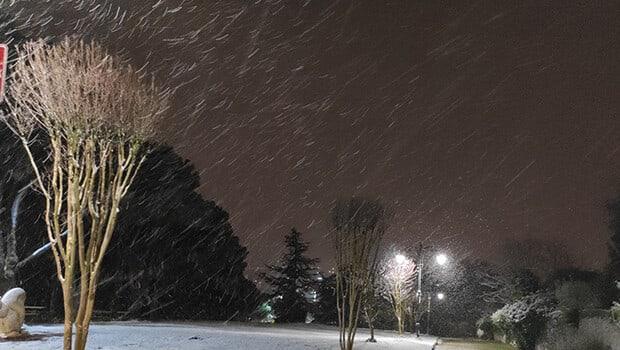 İstanbul'un yüksek kesimlerinde kar yağışı! Trafik yoğunluğu artıyor