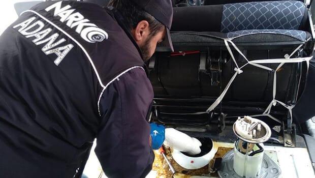Adana'da yakıt deposunda 5 kilogram bileşik uyuşturucu bulunan aracın sürücüsü gözaltına alındı