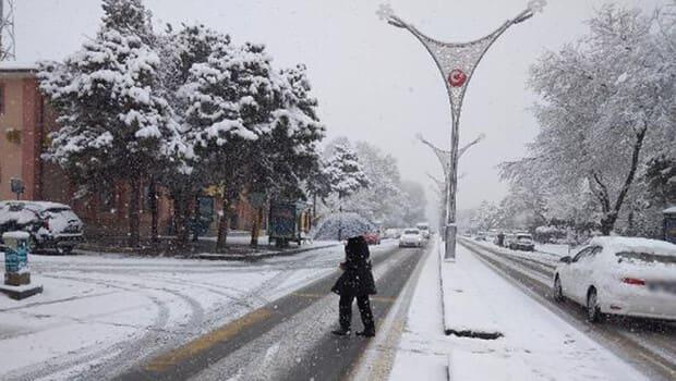 Erzincan'da 239 köy yolu kardan kapanmış oldu