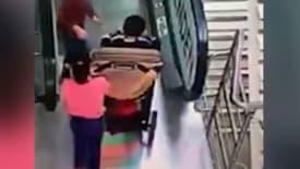 Rusya'da yürüyen merdivende korkulu kaza