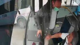 Kocaeli'de bir şahıs istediği yerde inemeyince seyir halindeki otobüsün frenine bastı