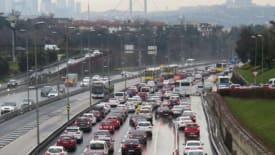 İstanbul'da kar sebebiyle trafik yoğunluğu