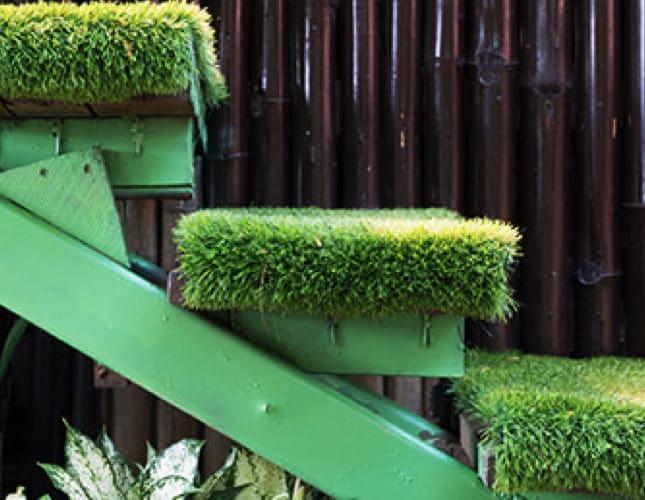 Balkon-Kunstrasen: Sorten, Befestigung, Wasserdurchlässigkeit
