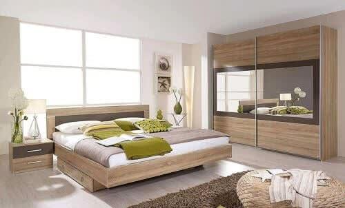 Schlafzimmerserie aus hellem Holz