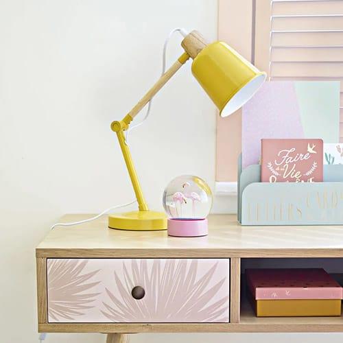 Gelbe Tischlampe