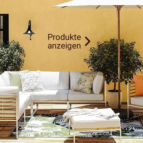 Loungesofa mit weißen Polstern im Ibiza-Look