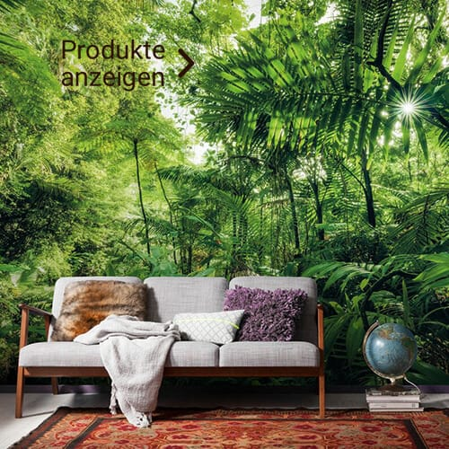graues Holzsofa mit Dschungel Fototapete