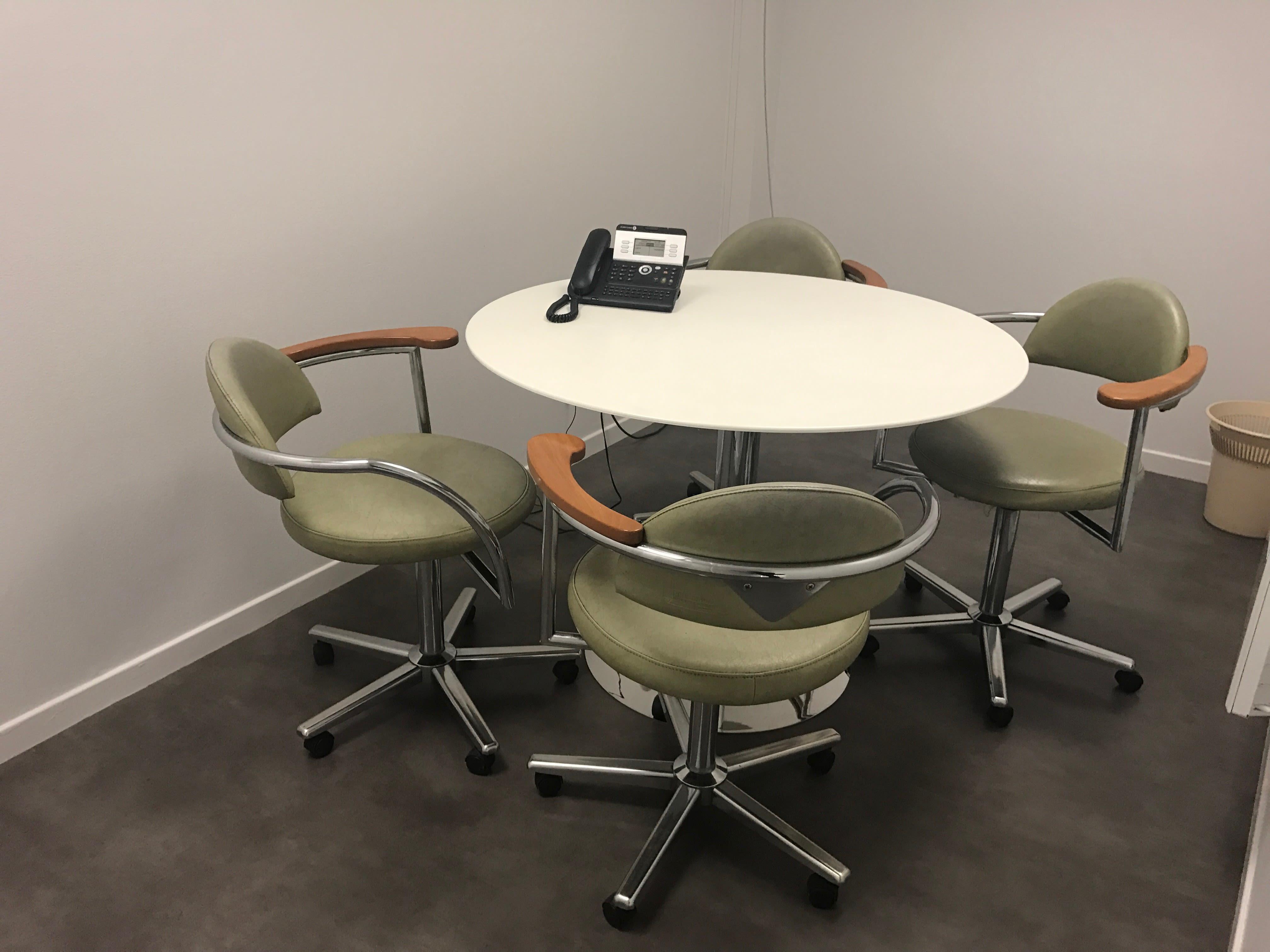 salle de réunion pour 4 personnes à Wasquehal