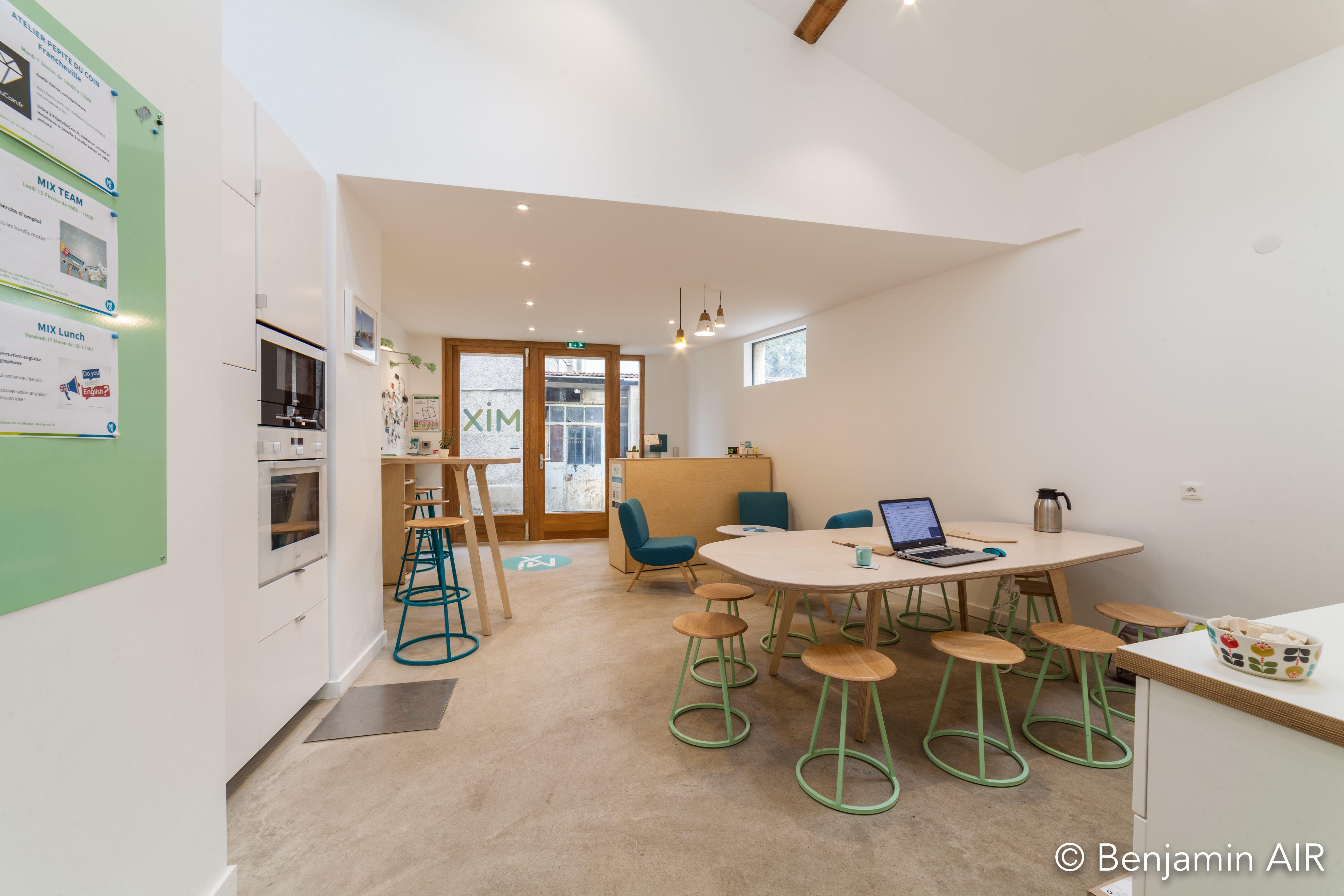 salle de réunion pour 4 personnes à Tassin-la-Demi-Lune