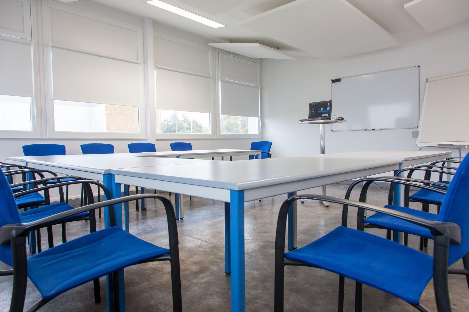 salle de réunion pour 14 personnes à Niort