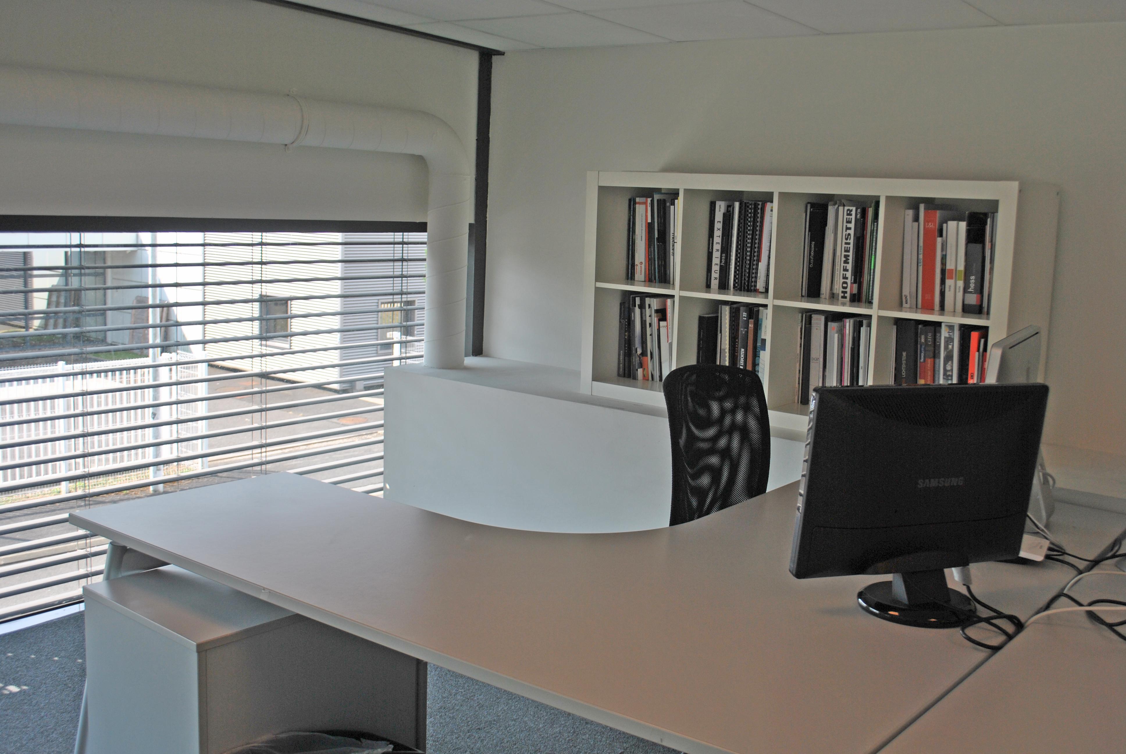 Bureau privatif salle de réunion ou espace partagé à tours