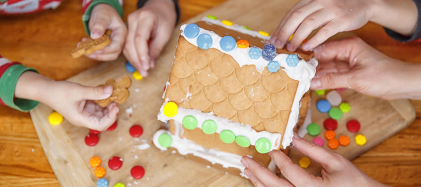 5 Gingerbread House Cooking Classes in NYC - Mommy Nearest