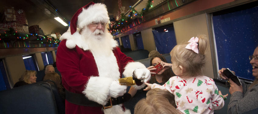Christmas Train Ride.10 Best Holiday Train Rides In The Country Mommy Nearest
