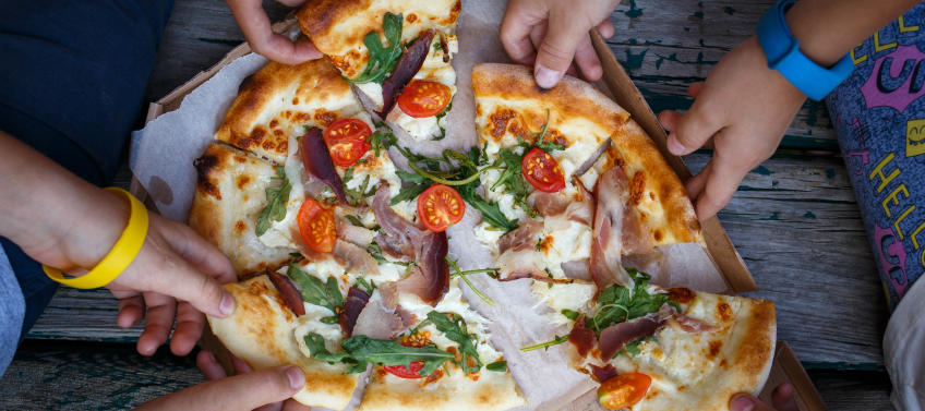 7 Best Pizza Places For Families In Chicago Mommy Nearest