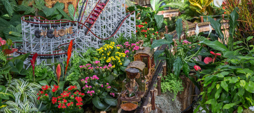 Guide to New York Botanical Garden\'s Holiday Train Show - Mommy Nearest