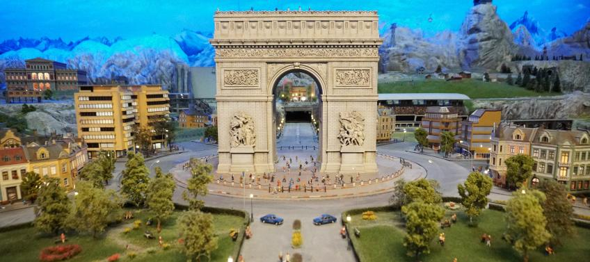 New Miniature Exhibit Gulliver's Gate Opens in Times Square - Mommy