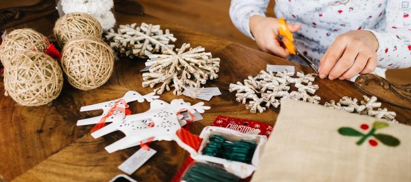 5 Easy Holiday Crafts To Make With Your Kids Mommy Nearest