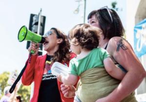 """<a href=""""https://action.momsrising.org/cms/view_by_page_id/9071/"""">¡Dile NO al financiamiento de la separación y encarcelamiento de las familias!</a>"""