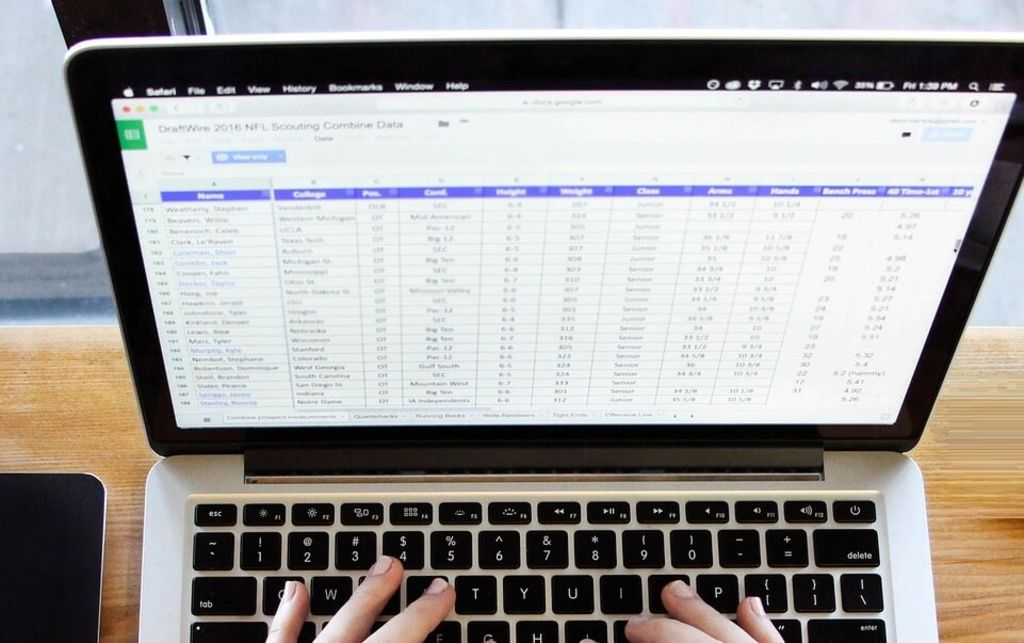 A better project management tracker & 5 essential templates