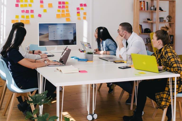 5 estrategias de gestión de proyectos para mantener tus proyectos encaminados