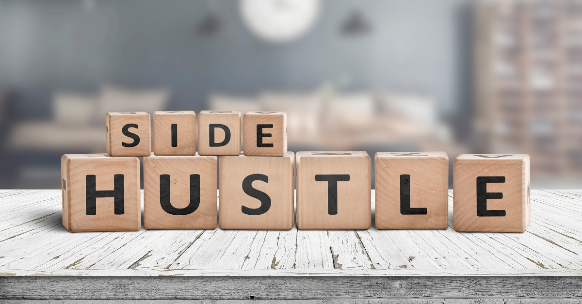 Wooden blocks spell out the phrase 'side hustle.'