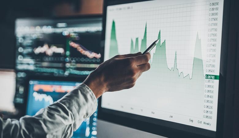 An investor examines data provided by his robo-advisor.